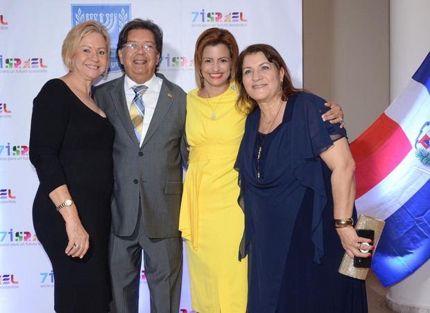 Sra.Reyna Cohen, Sr. Leonardo Cohen , Señora Michelle Cohen y Sra. Sylvia Alfasi.