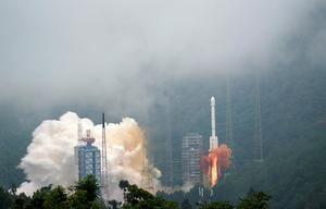 China lanzó hoy con éxito a la Luna la sonda espacial Chang'e-5 para recolectar muestras del satélite y posteriormente regresar a la Tierra, en la primera misión de este tipo desde la década de 1970.
