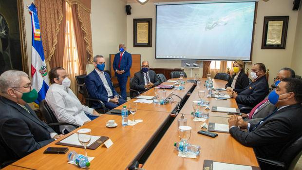 Presidente Luis Abinader se reúne con miembros Sociedad Dominicana de Diarios