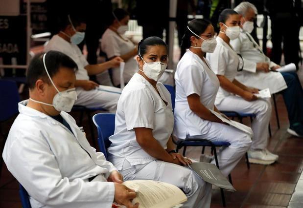 La vacunación contra la covid-19 llega a las grandes ciudades colombianas