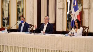 presidente Abinader declara de interés nacional el acceso igualitario a la tecnología 5G y banda ancha.