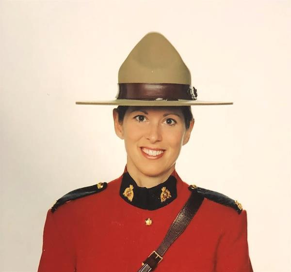 An undated handout photo made available by the Royal Canadian Mounted Police (RCMP) of Royal Canadian Mounted Police Constable Heidi Stevenson quien fue reportada asesinada por Gabriel Wortman en Nova Scotia, Canada.