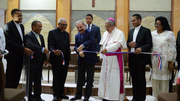 Danilo Medina entrega Templo Parroquial a feligreses Los Guaricano