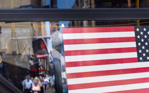 EE.UU. deja las mascarillas con recelo y otras claves de la covid en América