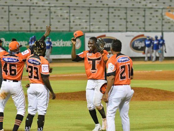 Los Toros barren la doble jornada a los Tigres en la liga dominicana