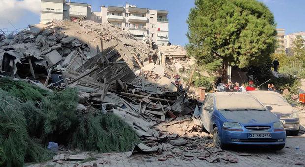 Un terremoto de magnitud 7 sacude Grecia y Turquía y provoca un pequeño tsunami