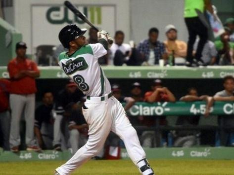 Estrellas se colocan a un paso de la final en béisbol dominicano