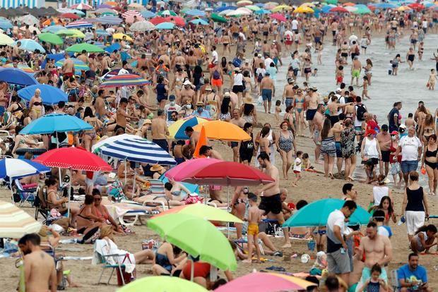 La quinta ola de covid frena las esperanzas de recuperar el turismo en España.