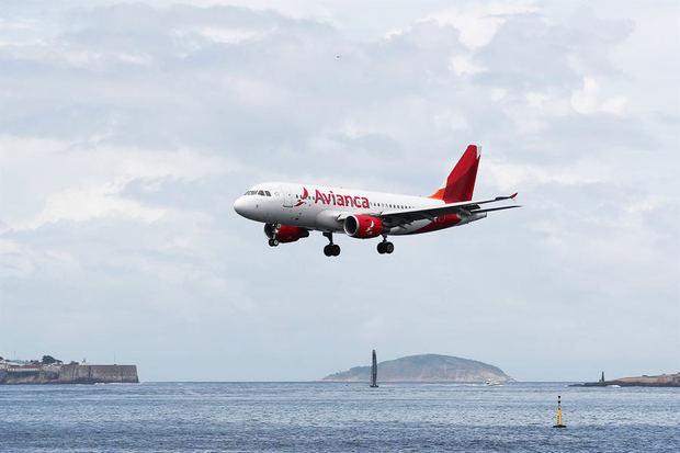 Un avión de la aerolínea Avianca llega a Río de Janeiro, Brasil.