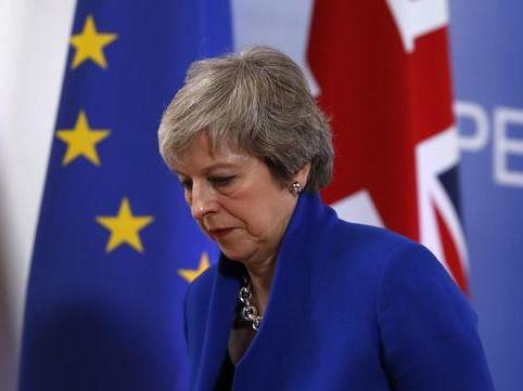 Conservadores y laboristas presionan a May para influir en el 'brexit'.