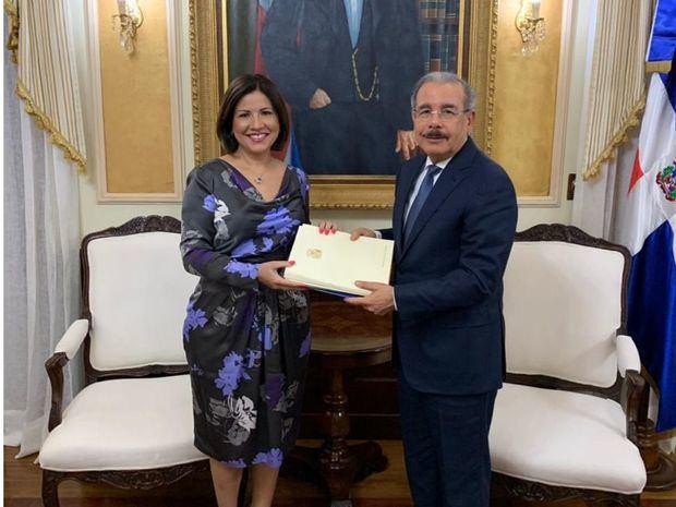 Vicepresidenta entrega a presidente Medina proyectos buscan reducir embarazo adolescente y pobreza