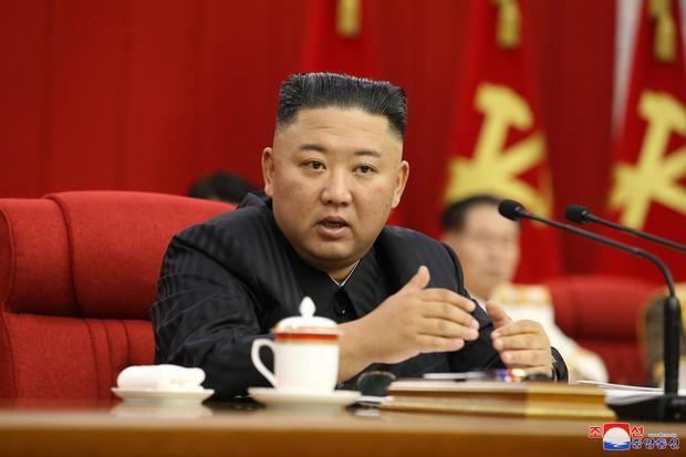 El líder de Corea del Norte, Kim Jong-un, durante su intervención en una reunión plenaria del partido único norcoreano en Pyongyang.