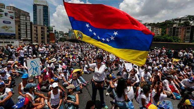 EE.UU. revocará visados de 77 venezolanos, entre ellos funcionarios de Maduro