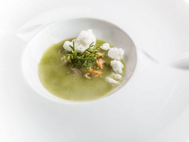 Gazpacho de tomate verde y hierbabuena de Ángel León