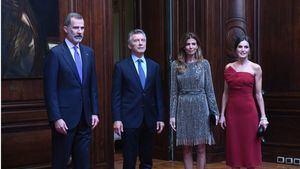El  presidente argentino Mauricio Marcri, y su esposa Juliana Awada, reciben a los reyes de España-