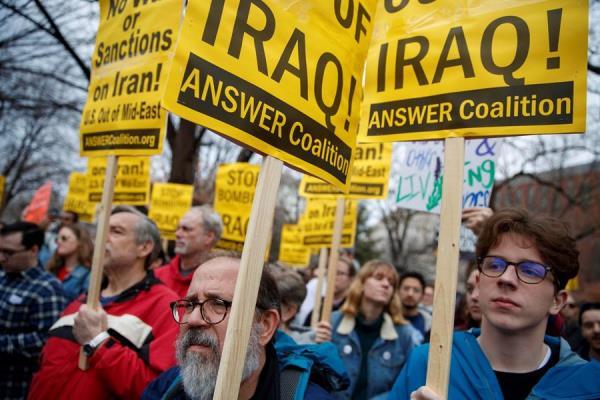 Un grupo de manifestantes fue registrado este sábado al marchar, frente al Hotel Trump International en Washington DC (EE.UU.), en contra de la participación militar de Estados Unidos en Oriente Medio.
