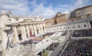 El papa cargó contra el triunfalismo en la misa del Domingo de Ramos