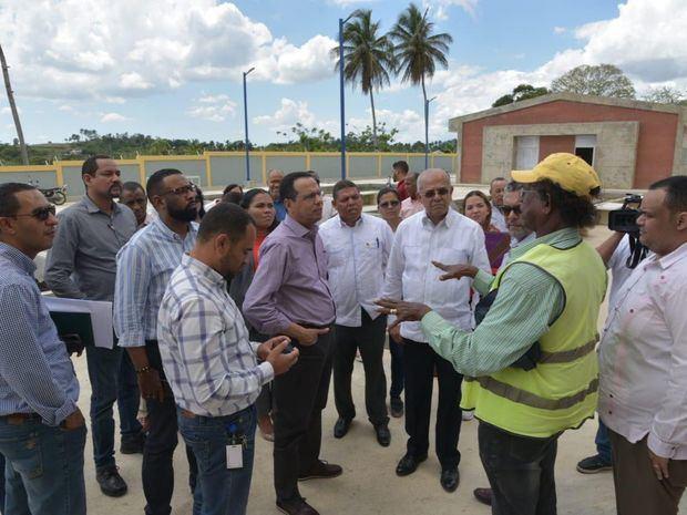 Ministro de Educación lleva soluciones a centros educativos de la provincia Hermanas Mirabal