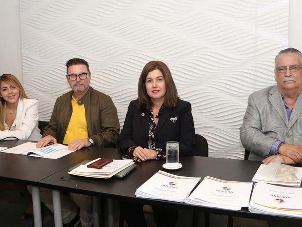 Reeligen a Lucile Houellemont en presidencia de Adesinc