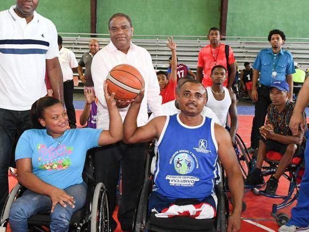 El Ministro de Deportes, licenciado Danilo Diaz Vizcaino, dejó ayer formalmente inaugurados en el Sector Las Caobas en Santo Domingo Oeste.
