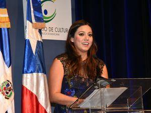 Beatriz Roselló Primera dama de Puerto Rico habla en e acto inaugural de la FILSD 2019.
