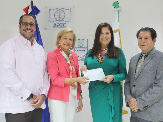 Cenapec recibe donativo de Fundación Farach