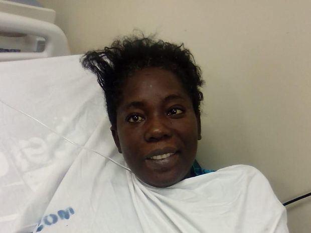 Paciente espera familiares en el Moscoso Puello