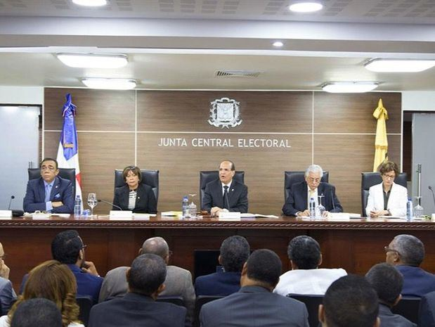 JCE hará audiencia para conocer posición partidos respecto juntas electorales