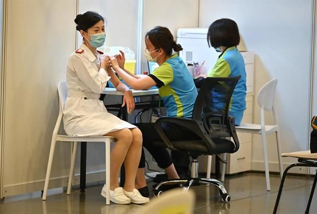 China quiere elevar al 40 % la tasa de vacunación en junio, según un experto