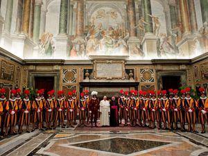 La Guardia Suiza es el cuerpo militar encargado de la seguridad del Estado de la Ciudad del Vaticano. Es el ejército profesional más pequeño del mundo, con alrededor de 110 soldados. (Foto:Fuente Externa).