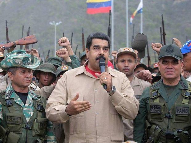 El mensaje de Guaidó no llega a los cuarteles, que Maduro visita