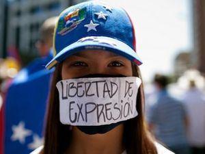 Es un tiempo en que  los periodistas son asesinados, agredidos o apresados y hay represión y censura.(Foto:Fuente Externa).