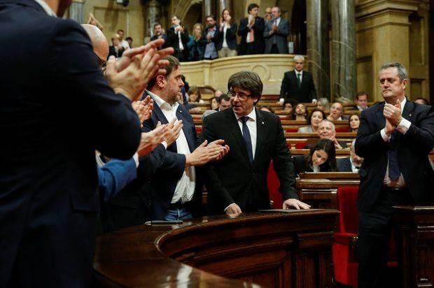 Gobierno español pide respuesta clara a Puigdemont para frenar inestabilidad