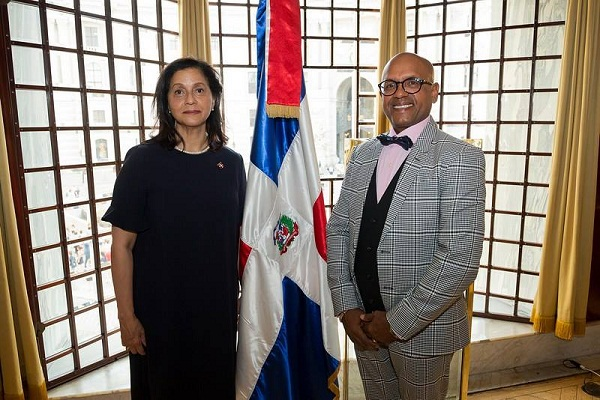 La Embajada RD en Austria presenta exposición Magia del Caribe en Viena