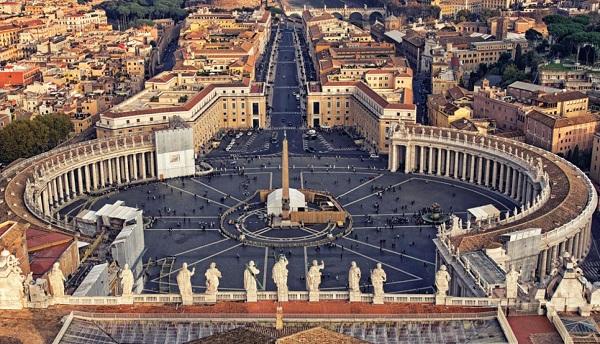 Vaticano pide que el turismo contribuya a valorar la dignidad humana