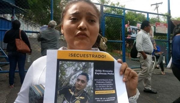 La Policía de Nicaragua expulsa a madres que preguntan por sus hijos en su sede