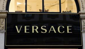 Versace se suma a las firmas compradas por extranjeros que pierde Italia