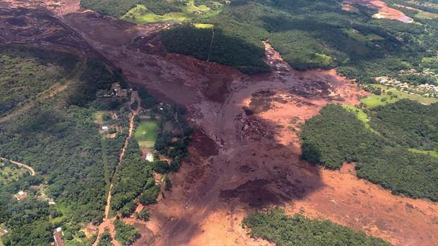 Al menos 300 desaparecidos tras la ruptura de un dique minero en Brasil.