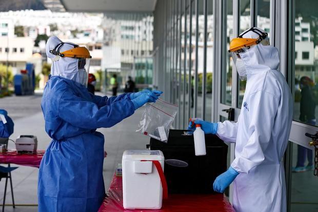Identifican en Ecuador variante del SARS-CoV-2 ya detectada en Chile y Perú