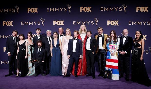 Fotografía tomada en septiembre de 2019 en la que se registró a miembros del elenco de la serie televisiva 'Game of Thrones', durante la entrega de los Premios Emmy, en Los Ángeles, California, EE.UU.
