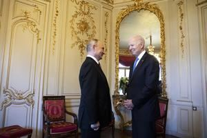Vladímir Putin y Joe Biden.