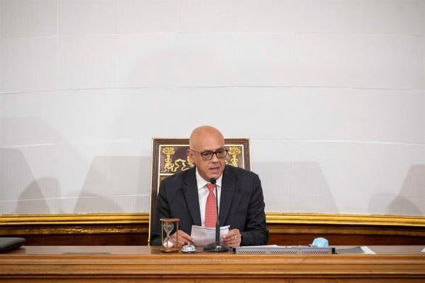 En la imagen, el presidente de la Asamblea Nacional de Venezuela, Jorge Rodríguez (c).