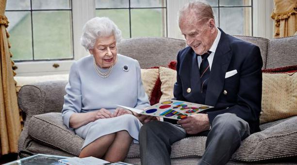 La tierna imagen de Isabel II y Felipe de Edimburgo en su 73 aniversario de boda