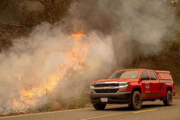 Los muertos por los incendios en EE.UU. se acercan a 30, con decenas de desaparecidos