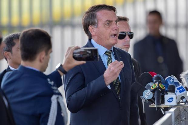 En la imagen, el presidente de Brasil, Jair Bolsonaro, ofrece una conferencia de prensa desde su residencia oficial, Palacio do Alrorada, en Brasilia, Brasil.