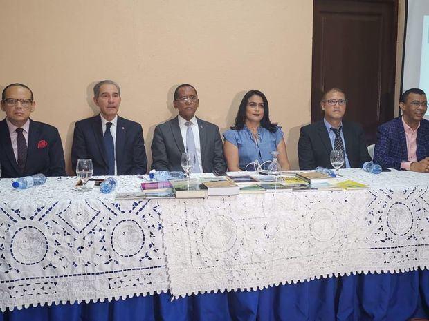 UASD presenta 15 obras colectivas de docentes de ese centro