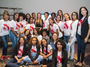Jóvenes participantes de ' Cumbre de Futuras Líderes en la República Dominicana'.