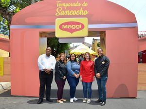 Wandy Robles, Alexaira Pimentel, Chef July, Teresa Mieses y Elvis Suero.