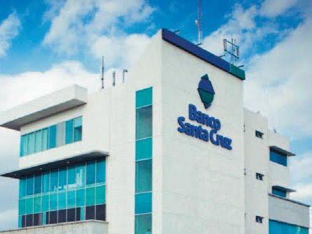 Banco Santa Cruz mantiene calificación A-(dom), según agencia Fitch Ratings
