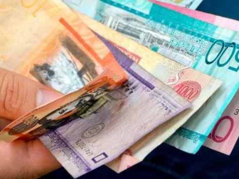 Empresarios y dirigentes sindicales continuaron hoy en desacuerdo sobre el tema relativo al aumento salarial.